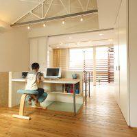 天井を撤去し開放的な学習スペースに